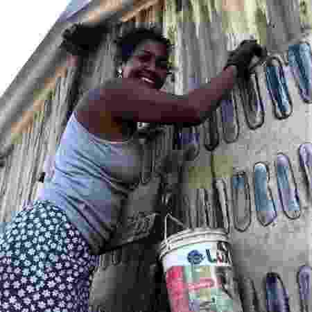 Edna Dantas durante a construção da Casa de Sal - Arquivo pessoal - Arquivo pessoal