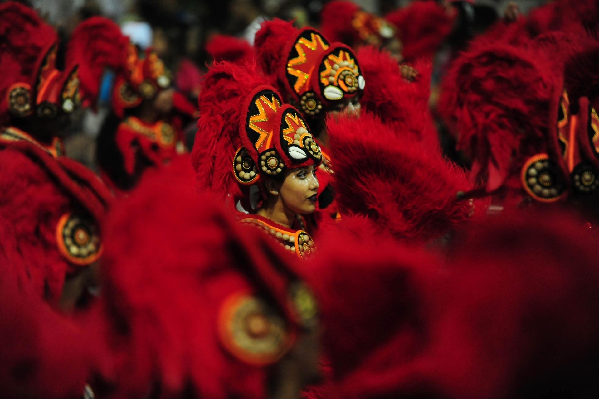 13.fev.2016 - Mocidade Alegre encantou o público em seu desfile trazendo ao Anhembi fantasias e alegorias com cores vibrantes