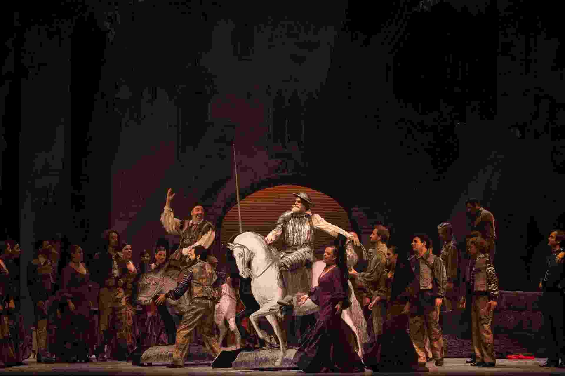 """O Theatro São Pedro, na região central de São Paulo, recebe a ópera """"Dom Quixote"""", de Jules Massenet, até o dia 13 de março de 2016. Com direção musical e regência de Luiz Fernando Malheiro, o espetáculo tem co-produção com o Theatro Municipal do Rio de Janeiro e é inspirado na obra de Miguel de Cervantes. - Heloisa Bortz"""