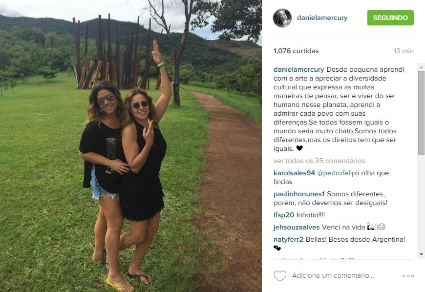 9.mar.2016 - Daniela Mercury publicou uma foto em um momento de lazer ao lado da mulher Malu Verçosa e reafirmou sua luta a favor da diversidade com um texto reflexivo.