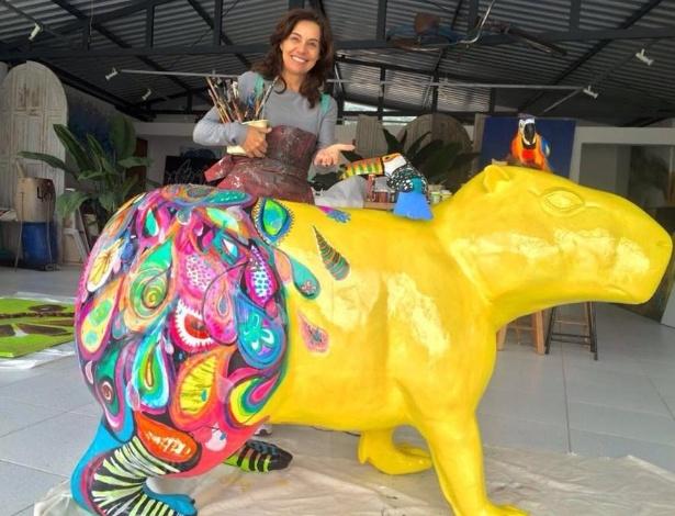 Artista plástica Dani Henning foi uma das convidadas para criar a sua capivara na Capi Parade - Divulgação