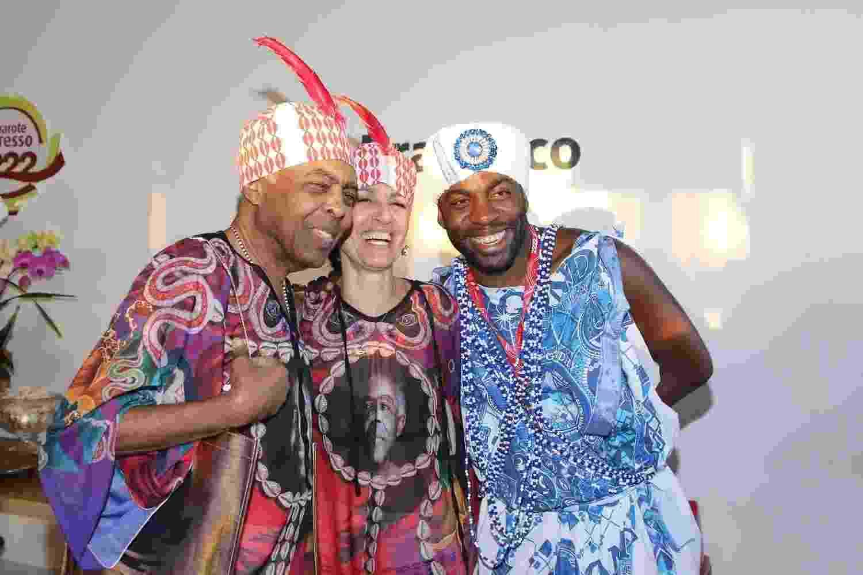 Gilberto Gil, Flora Gil e Lázaro Ramos acompanham o desfile de Ivete Sangalo do camarote 2222 - Thiago Duran/AgNews
