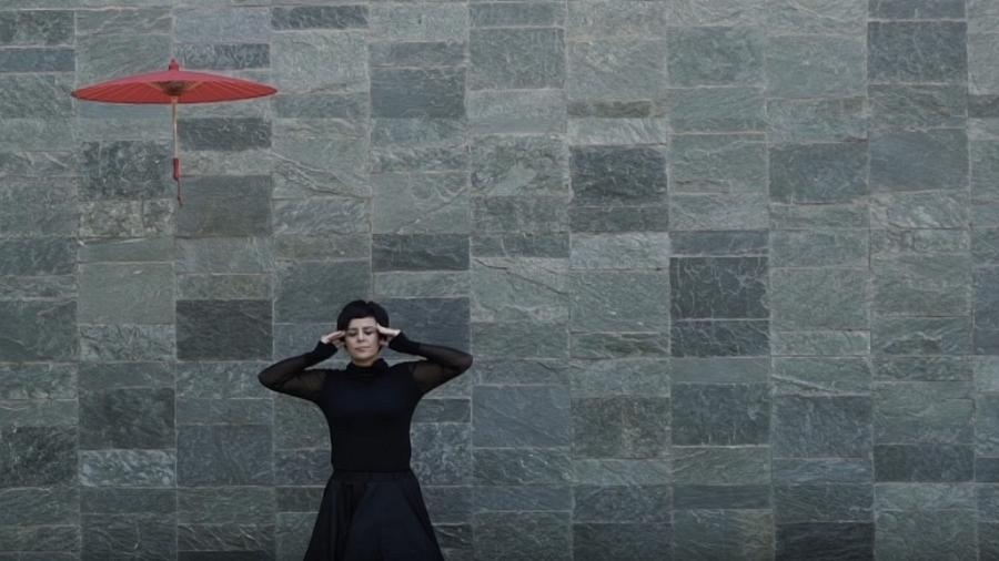 """Cena do clipe de """"Partida"""", da cantora Fernanda Takai - Reprodução"""