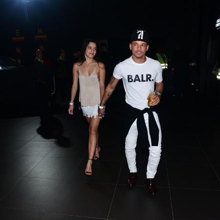 Emilly Araújo e Jota Amâncio, amigo de Neymar, são fotografados juntos nos bastidores de show de Wesley Safadão em SP - Leo Franco/AgNews