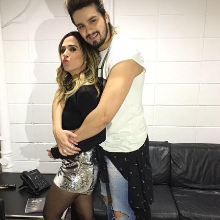 Tatá Werneck e Luan Santana posam abraçadinhos - Reprodução/Instagram