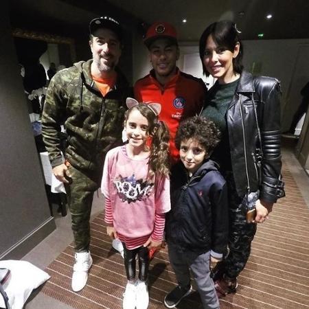 Marcos Mion leva família para conhecer Neymar no PSG - Reprodução/Instagram Suzana Gullo