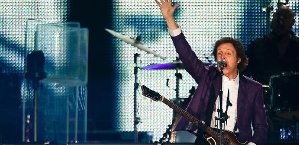 """7.nov.2010 - O ex-beatle Paul McCartney faz seu primeiro show no Brasil, na turnê """"Up and Coming"""", no Estadio Beira-Rio, em Porto Alegre, no Rio Grande do Sul"""