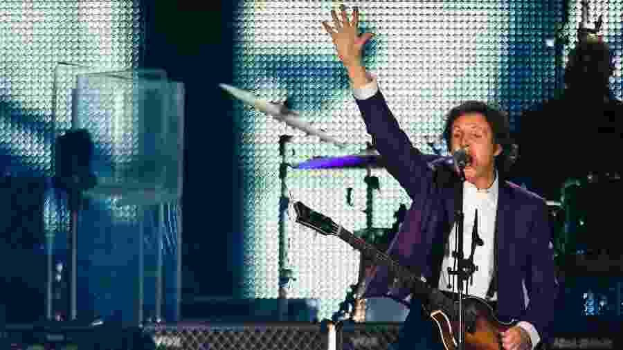 """7.nov.2010 - O ex-beatle Paul McCartney faz seu primeiro show no Brasil, na turnê """"Up and Coming"""", no Estadio Beira-Rio, em Porto Alegre, no Rio Grande do Sul - Daniel Marrenco/Folhapress"""