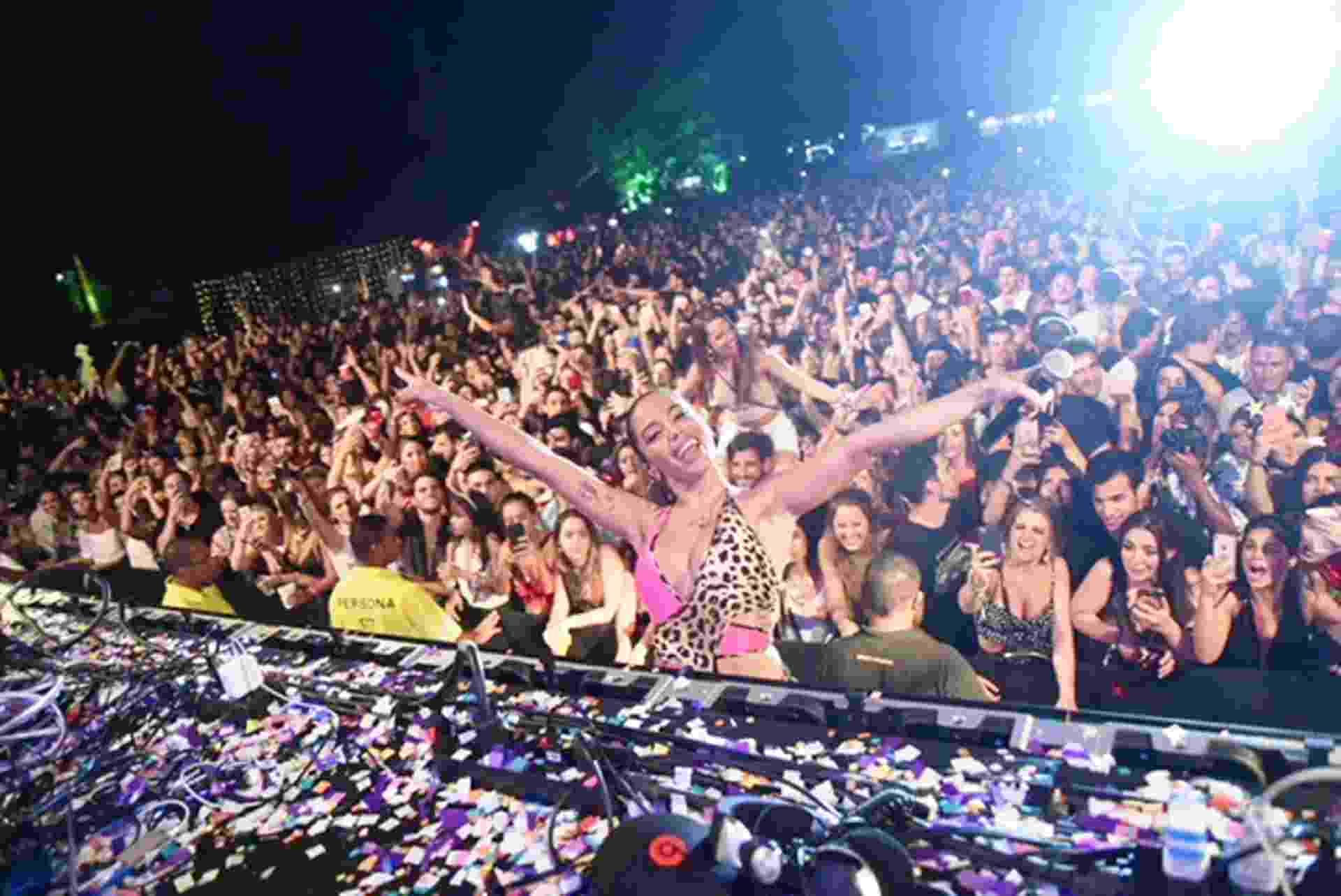 Anitta faz participação surpresa na festa Esbórnia, na Barra da Tijuca, zona oeste do Rio de Janeiro - Ari Kaye/Divulgação