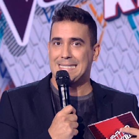 """André Marques na apresentação de """"The Voice Kids"""" - Reprodução"""