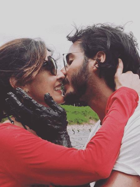Túlio Gadêlha e Fátima Bernardes se beijam em viagem - Reprodução/Instagram