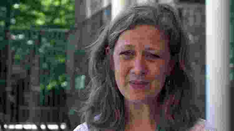 A professora Heather Elphick ajudou a desenvolver uma técnica pioneira, desenvolvida em Sheffield, no norte da Inglaterra, tem ajudado a aumentar em até 2,4 horas o sono de crianças por noite - BBC