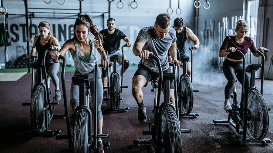 Treinar acompanhando aumenta o comprometimento com o exercício - iStock
