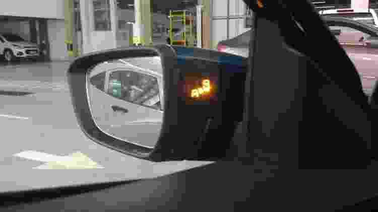 Unidade exibida por vendedor é Premier com sensor de ponto cego, portanto a mais completa do hatch - Reprodução