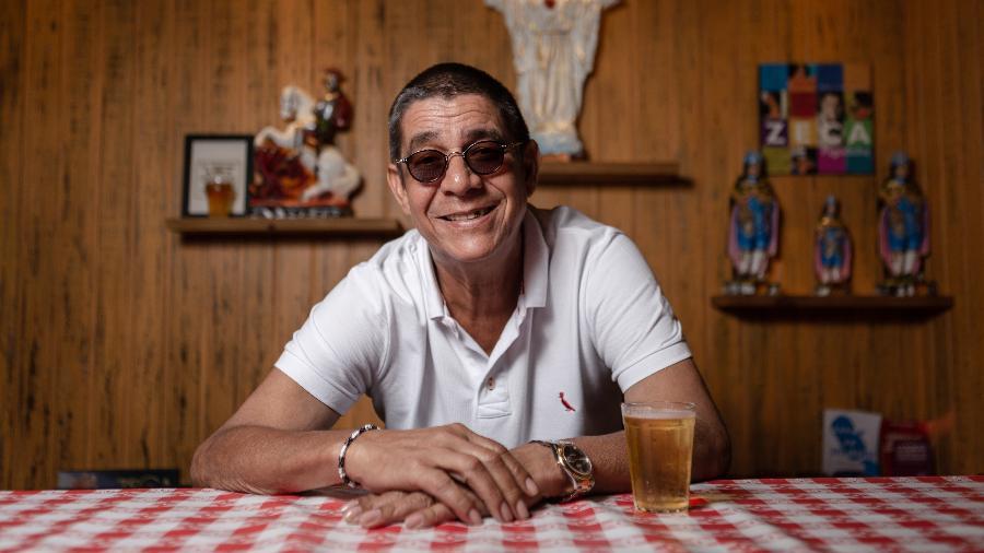 Zeca Pagodinho em foto no seu bar, no Rio de Janeiro, em 2019 - Zô Guimarães/Folhapress