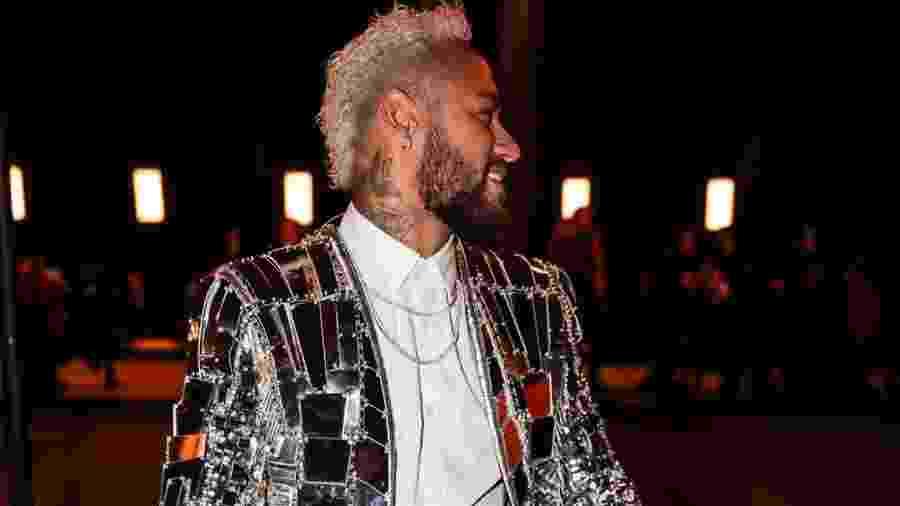 Neymar de blazer espelhado da marca francesa Balmain - Reprodução/ Instagram