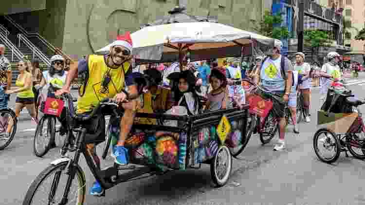 No Bike Kids, as crianças viajam a bordo de uma carrocinha puxada por uma bicicleta - Bike Tour SP/Divulgação