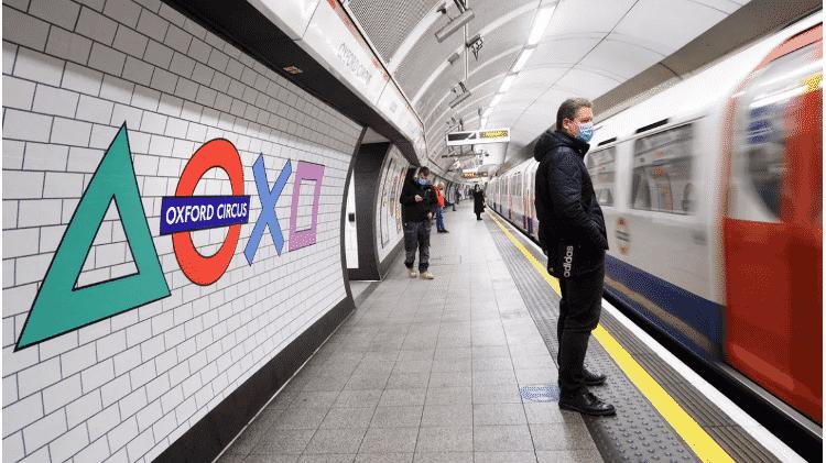Metrô de Londres com símbolos do PS5 - Divulgação (Sony) - Divulgação (Sony)