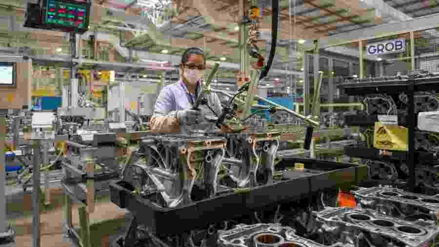 Mesmo durante a pandemia da covid-19, a produção industrial do Brasil cresceu - Por Camila Moreira