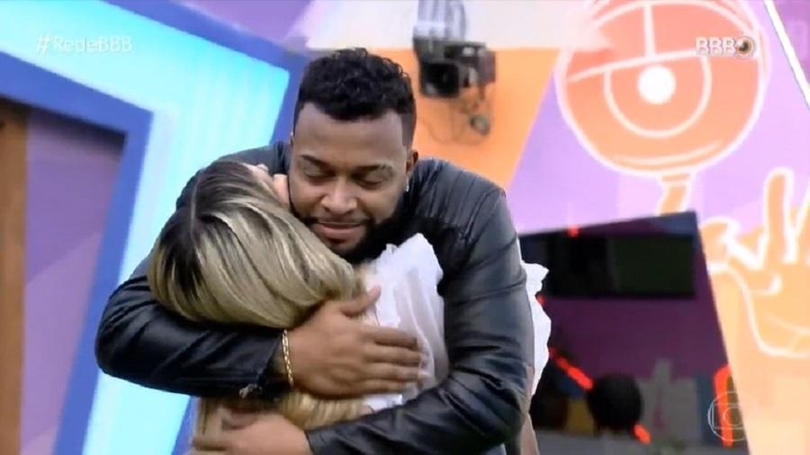 BBB 21: Viih Tube e Nego Di se abraçam - Reprodução/TV Globo