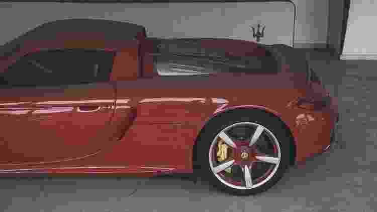 Porsche Carrera GT abandonado em loja na China - Reprodução/@cheongermando  - Reprodução/@cheongermando