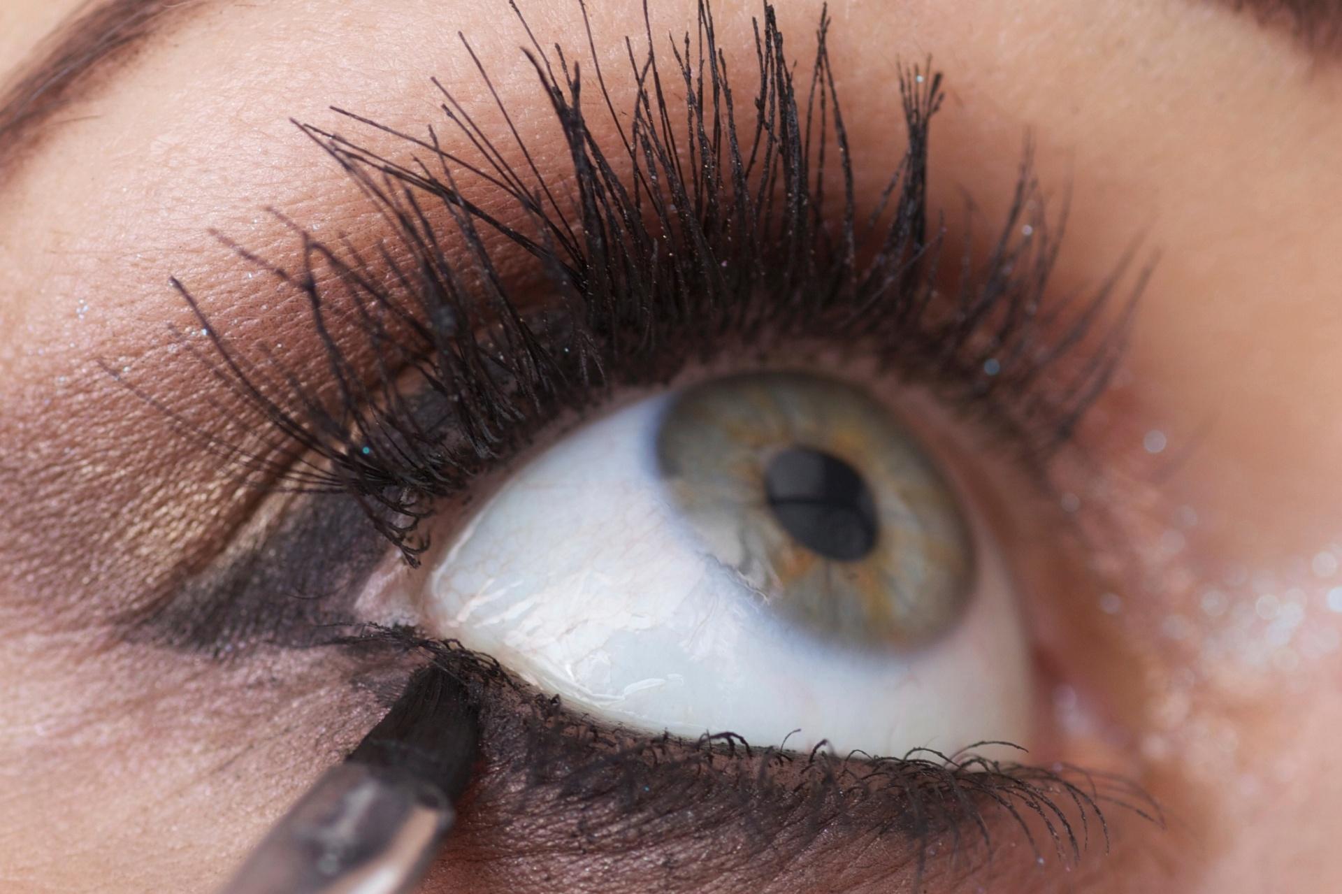 5ec0b9607 10 dicas para evitar que seus olhos lacrimejem com maquiagem e cosméticos -  03/12/2015 - UOL Universa