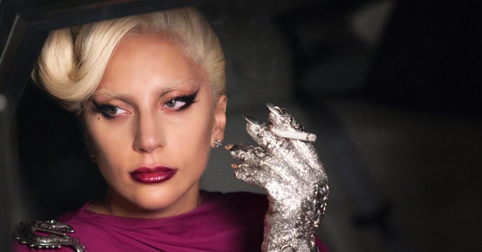 """Lady Gaga mostra luva com garras em foto de """"Hotel"""", a nova temporada de """"American Horror Story"""""""