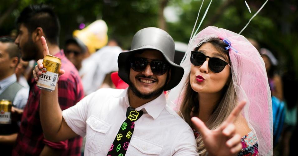 30.jan.2016 - Noivas e noivos invadem as ruas de Pinheiros para o Casa Comigo
