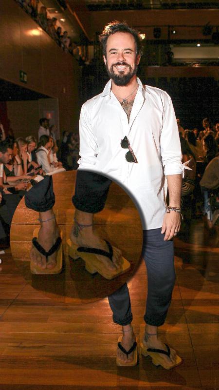 Paulo Vilhena usa sandália japonesa na SPFW N42 - Agnews
