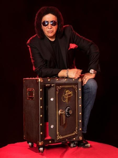 Gene Simmons com seu box especial de US$ 2 mil - Reprodução