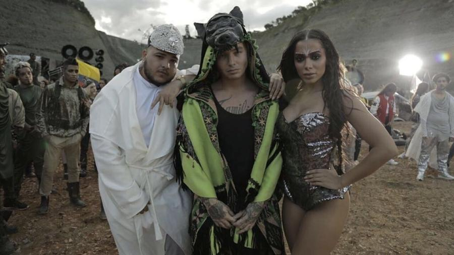 """Jeon, J Balvin e Anitta nos bastidores de gravação de """"Machika"""" - Reprodução/Facebook/J Balvin"""