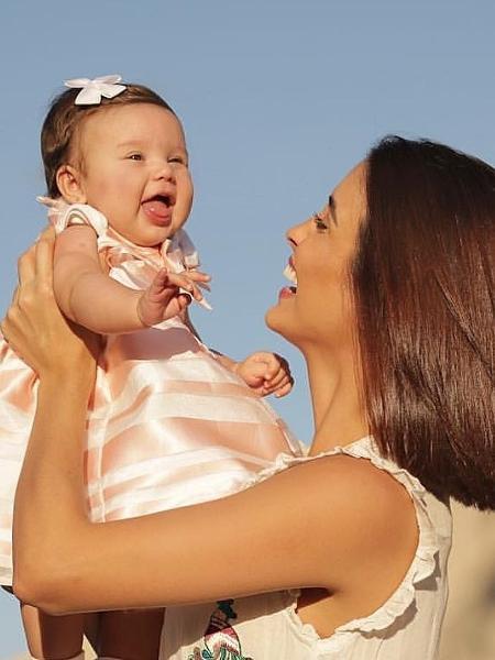 Letícia Almeida com a pequena Maria Madalena, de cinco meses - Reprodução/Instagram