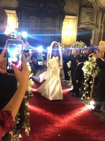 Nicole Bahls se casa na igreja da Candelária no Rio
