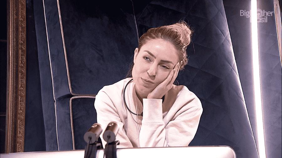Paula conversa no confessionário durante gravação do raio-x - Reprodução/GloboPlay