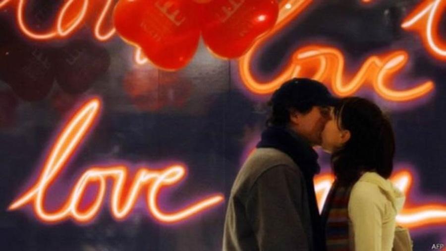 """Valentine""""s Day é celebrado no dia 14 de fevereiro na maioria dos lugares do mundo, mas no Brasil virou o Dia dos Namorados, em 12 de junho - AFP"""