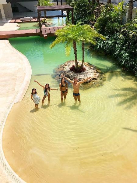 Faro, Vera Viel e as filhas inauguram piscina - Reprodução/Instagram