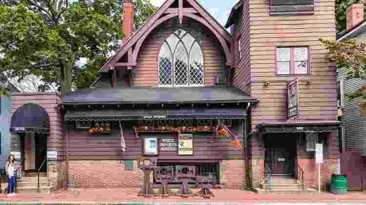 Fachada do Witch Dungeon Museum, na cidade de Salem - travelview/travelview