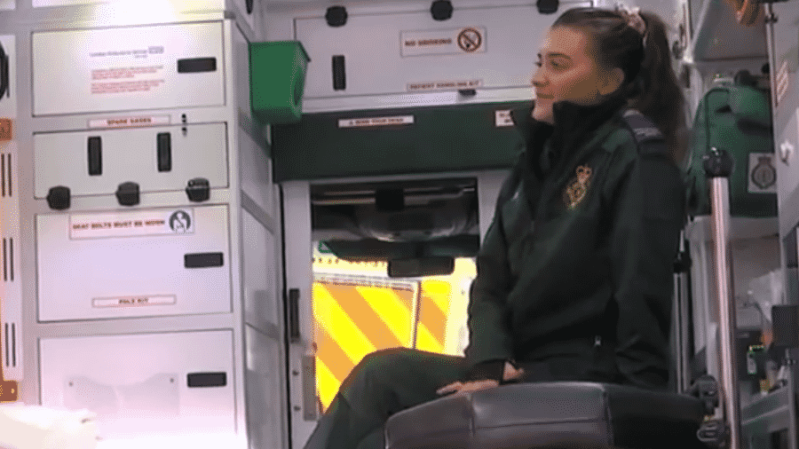 A paramédica Lizzie Smith relatou ter sofrido abusos de um paciente enquanto o atendia  - Reprodução/ITV News