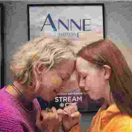 Moira Walley-Beckett e  Amybeth McNulty, criadora e protagonista de Anne With An E - Reprodução/Instagram