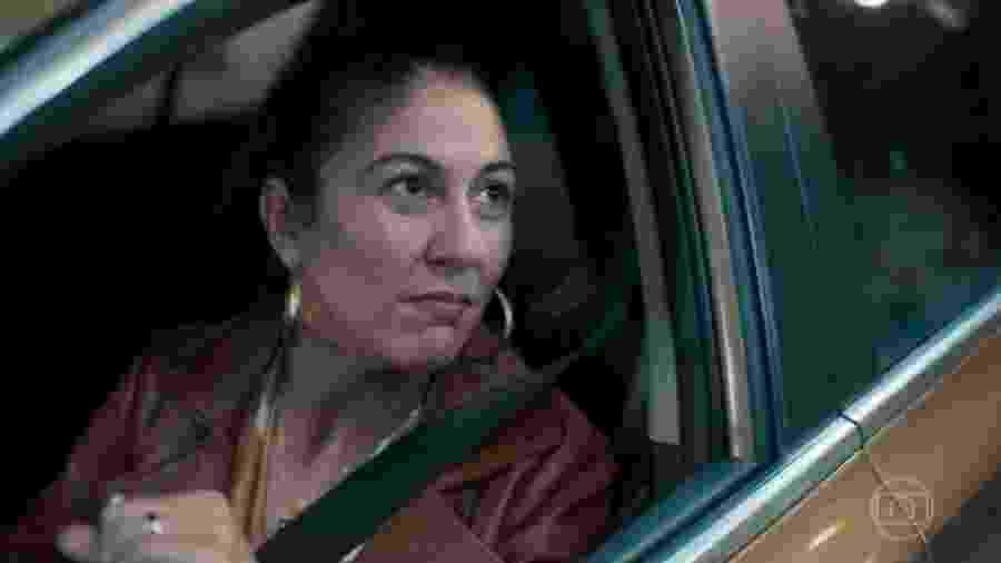 """Penha (Clarissa Pinheiro) diz a Magno (Juliano Cazarré) que """"todo mundo tem o seu telhado de vidro"""" - Reprodução / TV"""