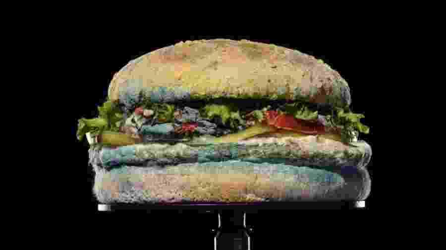 Vídeo da Burger King mostra como fica o sanduíche Whopper após 34 dias - Reprodução