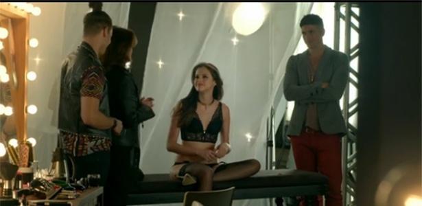 Na agência de Fanny, Giovanna se encanta por Antony e faz proposta indecente