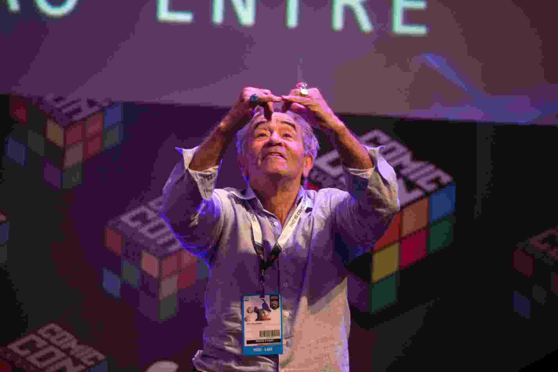3 dez.2015 - Ivo Holanda participa do primeiro painel da Comic Con Experience 2015, que homenageou os 30 anos de carreira do comediante - Danilo Verpa/Folhapress