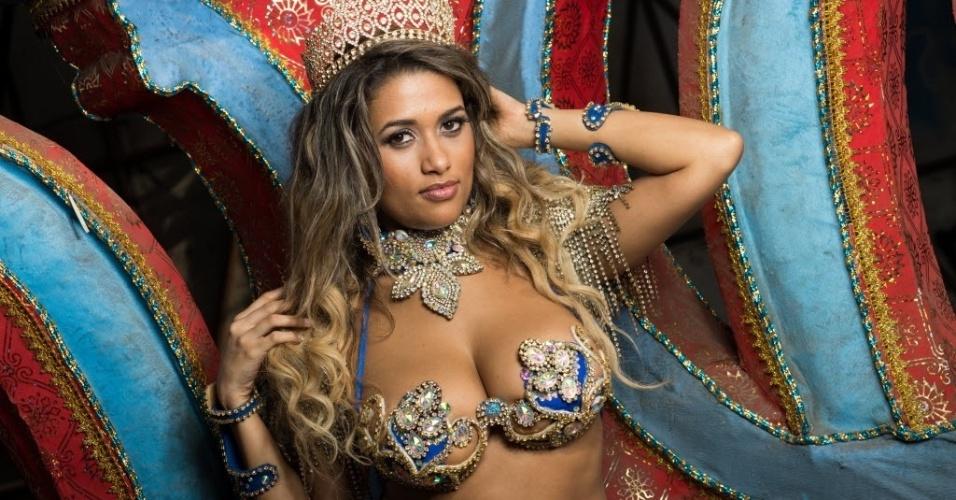 Ensaio exclusivo com Joyce Rocha para o UOL Carnaval no barracão da Pérola Negra