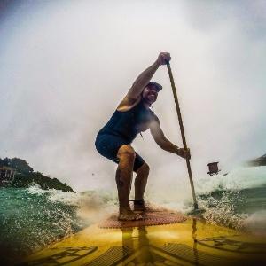 Leandro Hassum pratica stand up paddle - Reprodução/Instagram/leandrohassum