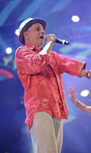 7.fev.2016 - O músico Antonio Nóbrega se apresenta no palco do Marco Zero, em Recife