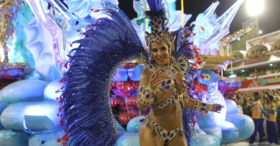 7.fev.2016 - Destaque da União da Ilha canta o samba-enredo sobre as Olimpíadas do Rio