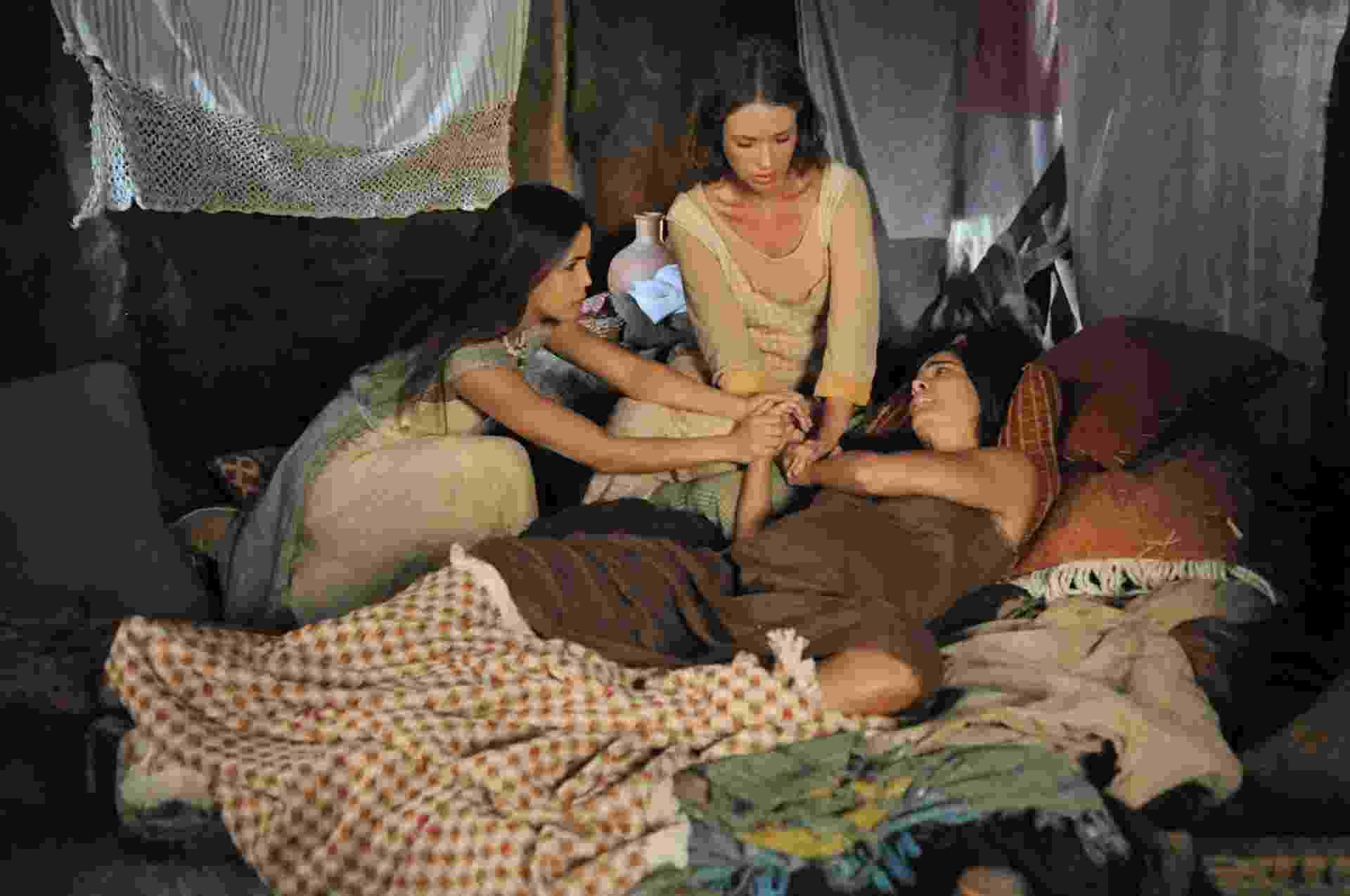 """Abigail (Bianka Fernandes) dá à luz uma menina em """"Os Dez Mandamentos - Nova Temporada"""" - Munir Chatack/Record"""
