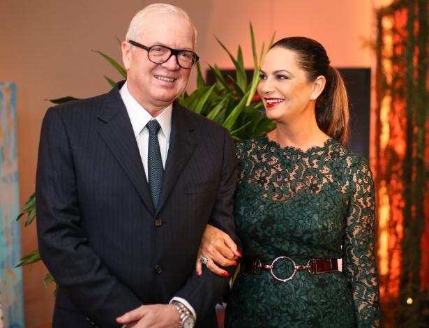 Luiza Brunet com o empresário Lirio Parisotto em jantar beneficente no dia 2 de maio, poucos dias antes de ser agredida - Bruno Poletti/Folhapress