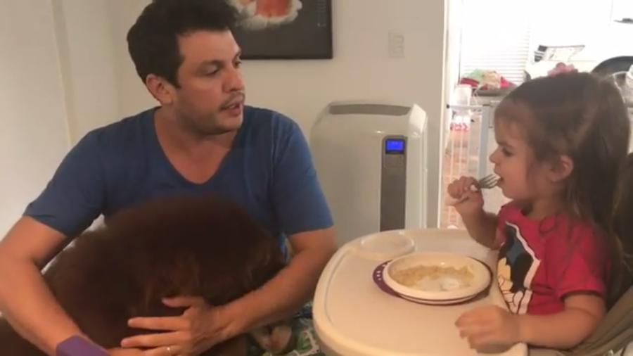 Valentina dá bronca em cachorro em vídeo publicado pelo pai, Wellington Muniz - Reprodução/Instagram/oceara